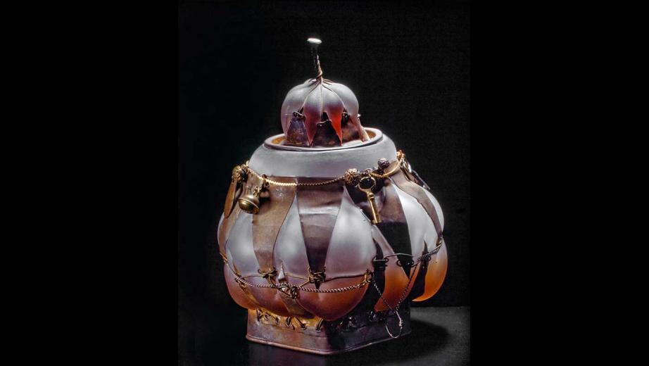 foukané sklo, kov, 1993